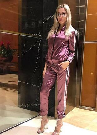 Новый сатиновый фиолетовый спортивный  костюм  с лампасами