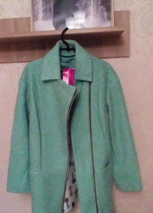 Актуальное буклированное мятное оверсайз пальто +пудра