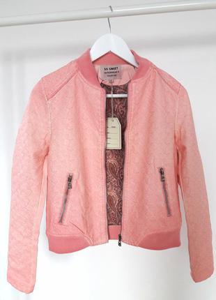 Розовая стеганная кожаная куртка бомбер