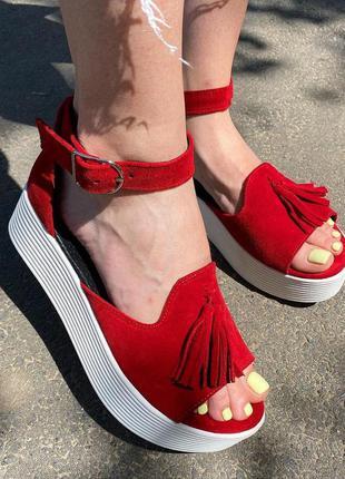 Красные босоножки замшевые с застежкой