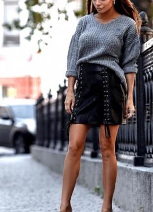 Стильная юбка с боковыми шнуровками.