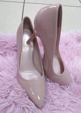 Туфли лаковые женские на каблуке
