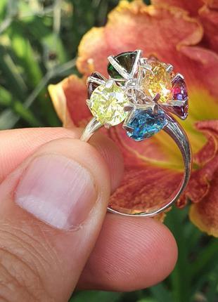 Женское кольцо с цветными камнями из серебра