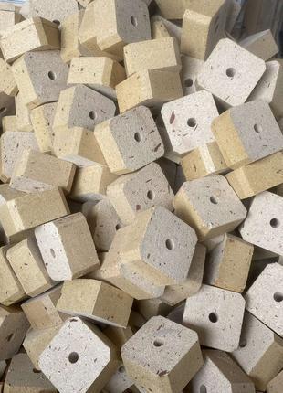 Прессованные кубики (бобышки) для поддонов