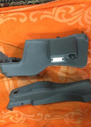 Боковой пластик багажника на Renault Laguna 2, Рено Лагуна 2,