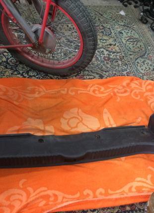 Обшивка, пластик задней стенки багажника на Renault Laguna 2,