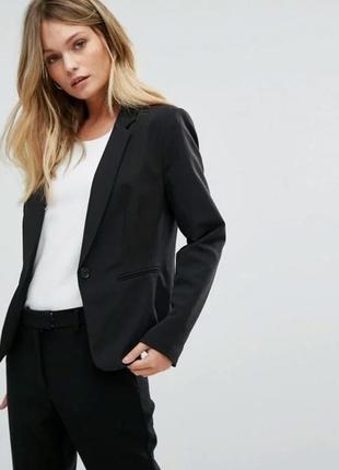 Пиджак в черном цвете