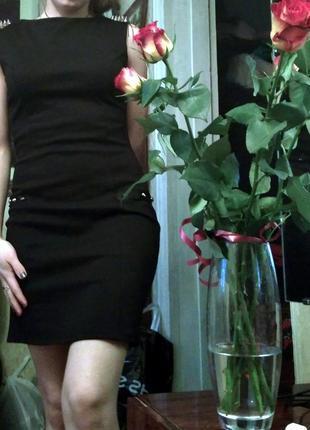 Черное платье по фигуре с шипами!