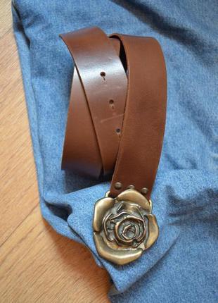 H&m кожаный коричневый ремень с красивой массивной бляхой роза...