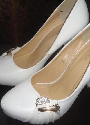 Белоснежные кожаные туфли!