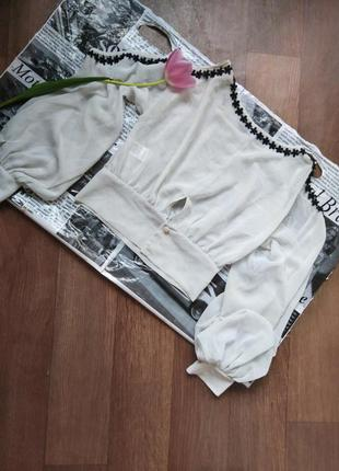 Легкая блуза с вырезами на рукавах!