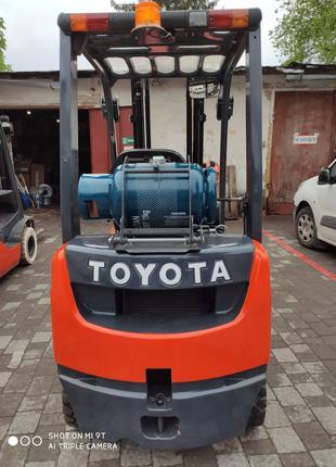 Погрузчик Toyota 8FGF18 газовый