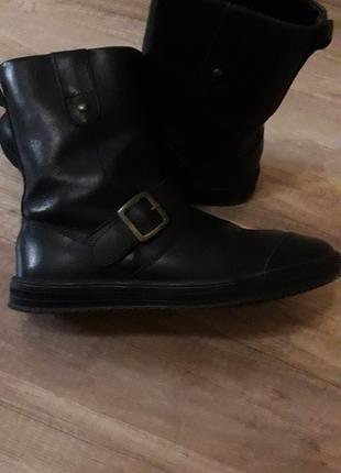 Продам кожаные демисезонные ботинки