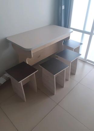 Продам  стол и 4 табуретки