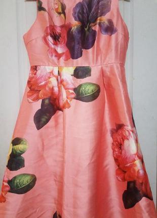 Яркое платье под атлас. цветочный принт