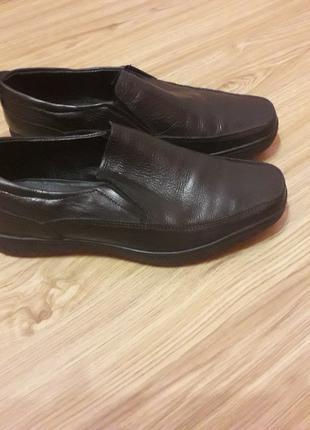 Продам кожаные туфли для мальчика