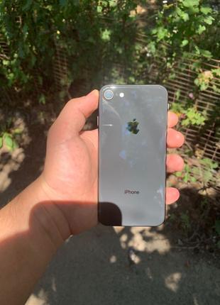 продам iPhone 8 на 64gb