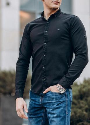 Приталенная мужская джинсовая рубашка черного цвета