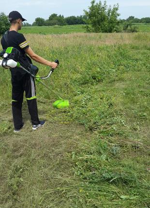 Покос травы и очистка клумбы...