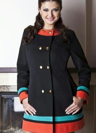 Модное фабричное пальто elvi