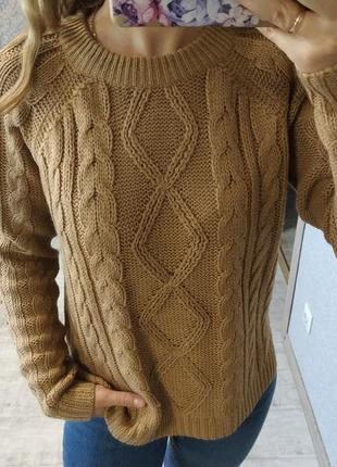 Новый красивый приятный базовый свитер в косы