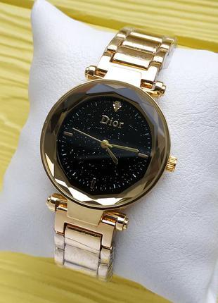 Женские наручные часы на браслете золотые с черным циферблатом