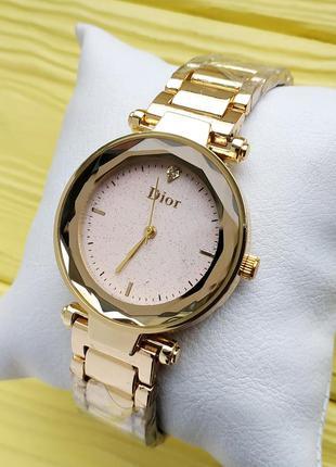 Женские наручные часы на браслете золотые с бежевым циферблатом