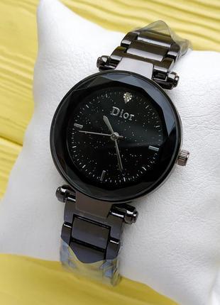 Женские наручные часы на браслете черного цвета