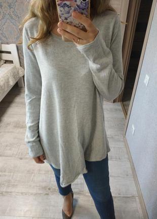Теплый шерстяной удлиненный свитер