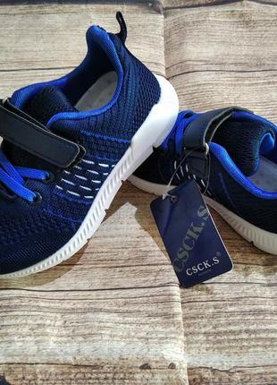 Качественные кроссовки 31-35р легкие, удобные, аккуратные.