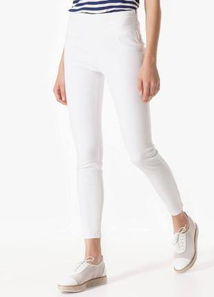 Белые джинсы stradivarius / xs