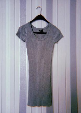Платье в рубчик с короткими рукавами серого цвета короткое