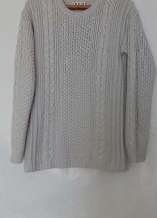 Базовый теплый удлиненный светло серый джемпер, свитер с косам...