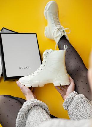 Кроссовки женские   gucci flashtrek, beige