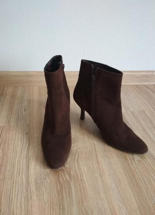 Испания/замшевые ботинки на узкую ножку