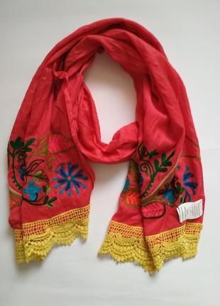Яркий хлопковый шарф с вышивкой и кружевом ( индия )