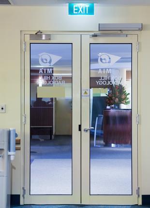 Распашные двери с приводом Tormax 1102