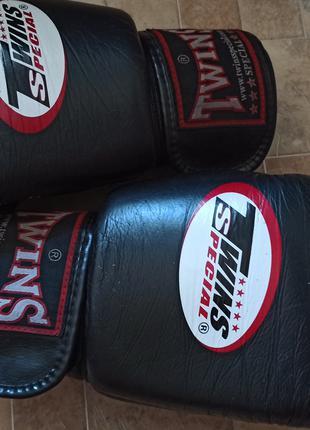 Боксерские перчатки TWINS оригинал сделано в Тайланде