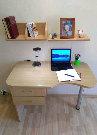 Стол письменный + полки для книг; столешница бук Egger, ДСП Egger