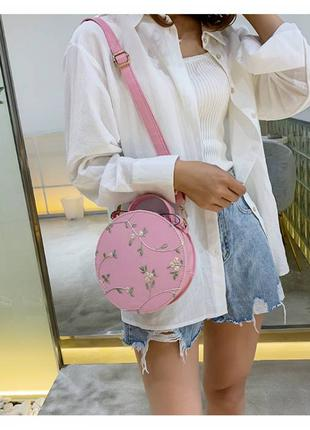 Круглая сумка в цветы с цветочным принтом вышивка цветы