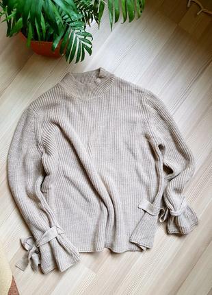 Вязаный объемный бежевый свитер оверсайз интересный фасон