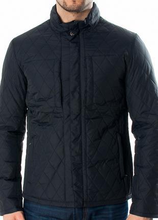 Стильна осіння куртка для чоловіків