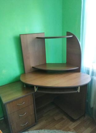 Компьютерный стол. Большой, угловой.