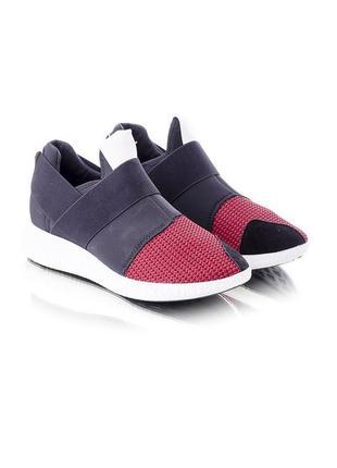 Кроссовки для занятия спортом и прогулок