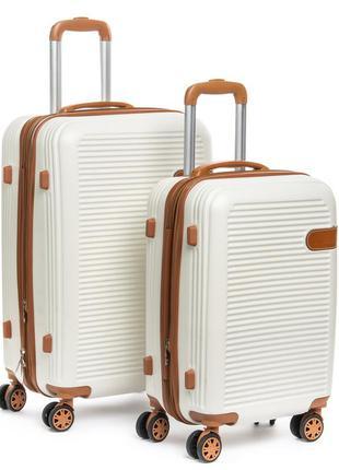 Пластиковый чемодан, выполненный из ударопрочного abs пластика...