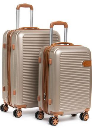 Пластиковый чемодан, выполненный из ударопрочного abs пластика