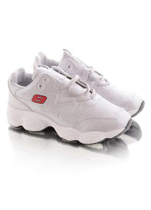 Серебристые кроссовки с белой подошвой