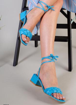 Женские шлепанцы - босоножки со съемными кожаными шнурками