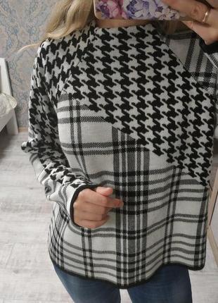 Необычный стильный теплый свитер в принт