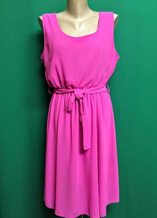 Яркое нарядное летнее платье с поясом
